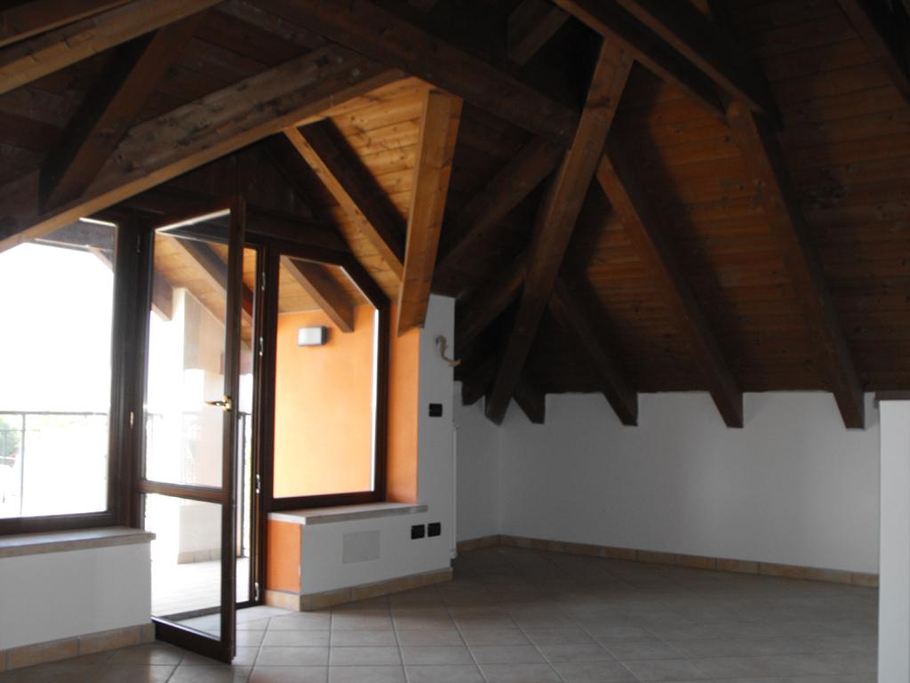 Illuminazione Mansarda Tetto Legno: Solaio in legno idee per la ...
